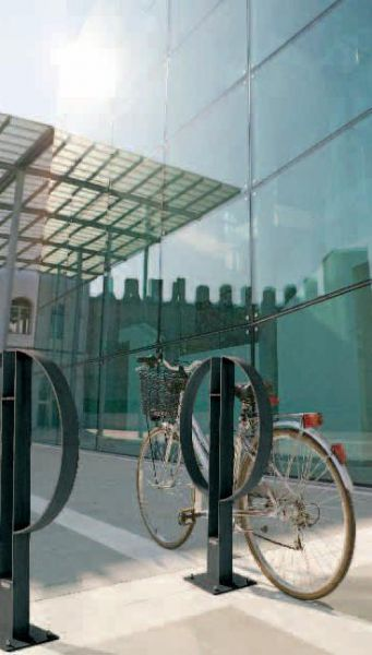 Metalco portabiciclette caf arredi per esterni for Metalco arredo urbano